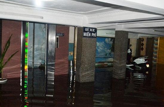 thang máy bị ngập nước